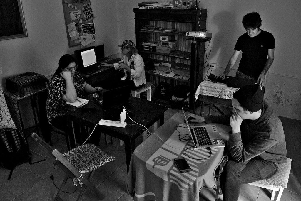 Taller de diseño editorial con de software libre, en la sede de la editorial La Ciudad de Las Mujeres, en Rosario - Santa Fe | Foto: Niamfrifruli CC BY SA